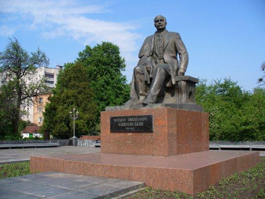 Монумент Коцюбинському у Вінниці