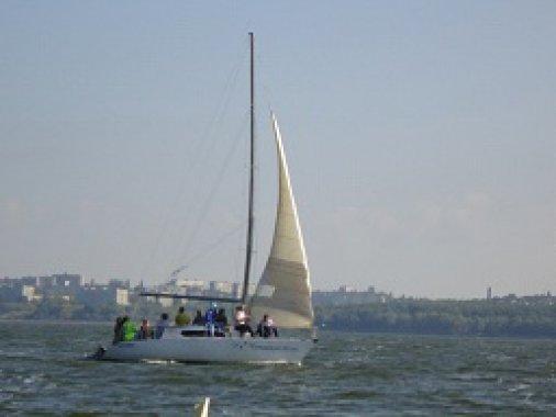 Каждые выходные - катание на яхтах под парусами!