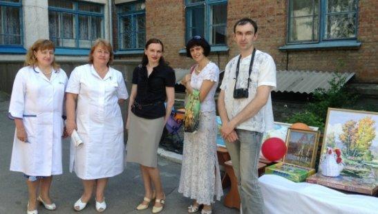 Керівництво відділення невралгії та представники музею