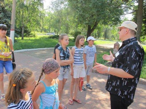 Історичною лінією по Кіровограду водять діток