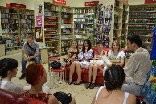 """Творча зустріч з поетами пройшла в магазині """"Буквиця"""""""
