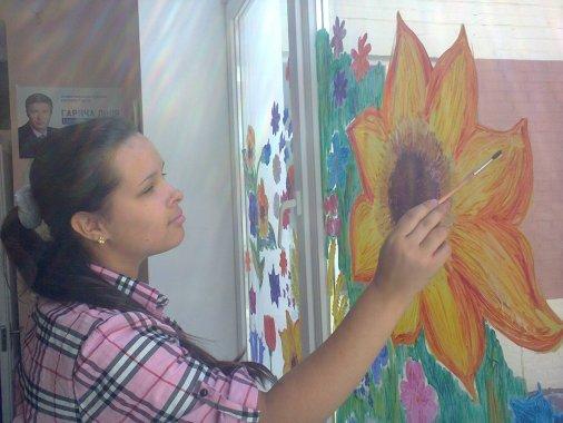 Волонтеры превратили стекла в Центре реабилитации в витражи
