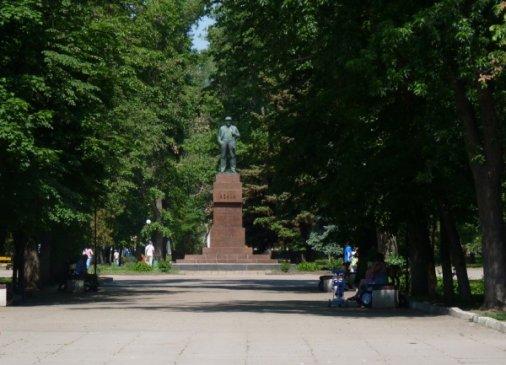 Один метр забора вокруга парка Ковалевский стоит 1,5 тысячи гривен