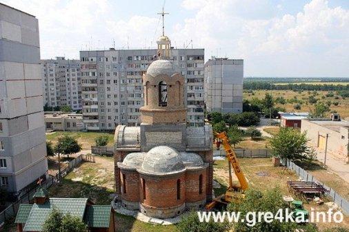Кіровоград: на Жадова встановили купол і хрест нового храму