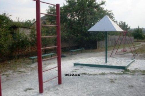 Суровую детскую площадку получили дети посёлка Молодёжного