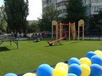 Дитячий майданчик біля школи №20 у Кіровограді