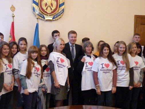 Французи у Кіровограді: губернатор подарував школярам із міста Болонь-сюр-Мер сувеніри!