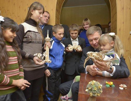 Діти у Бережинці отримали подарунок від губернатора!