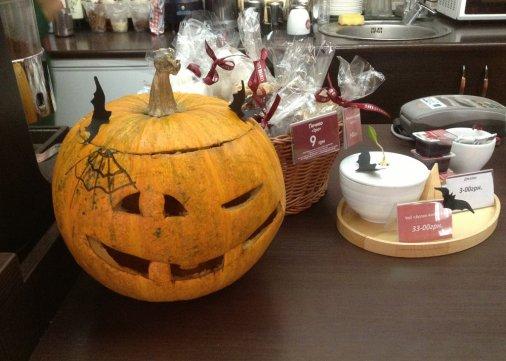 Оригинальный интерьер на Хэллоуин - приятный сюрприз для посетителей!