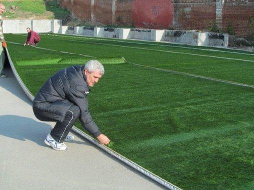Футбол: На стадіоні «Зірка» стелять штучне поле