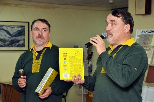Брати Капранови представили нову книгу і заспівали кіровоградцям