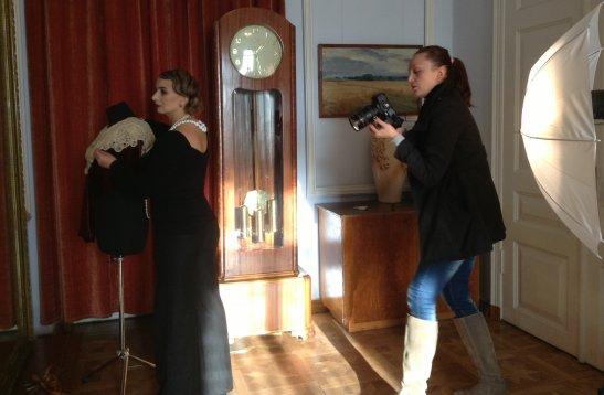 Глафира Ковалева фотографирует модель