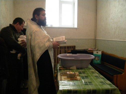 В Кіровоградському слідчому ізоляторі похрестили немовлятко