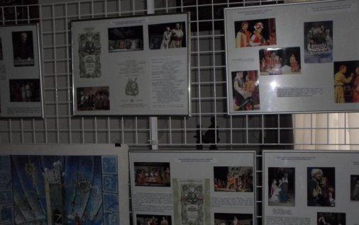 На Хуторі Надія триватиме виставка до міжнародного Дня театру