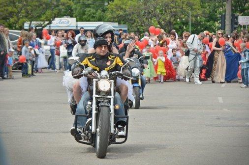 Кіровоградські наречені вийшли на парад!