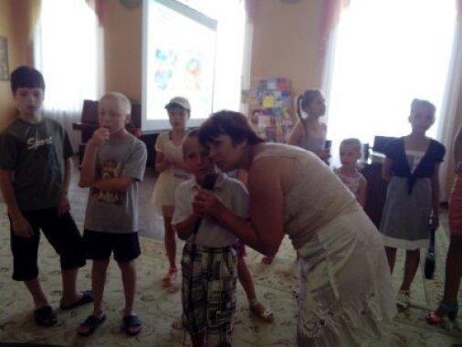 Дітки із багатодітних та неповних сімей завітали до бібліотеки