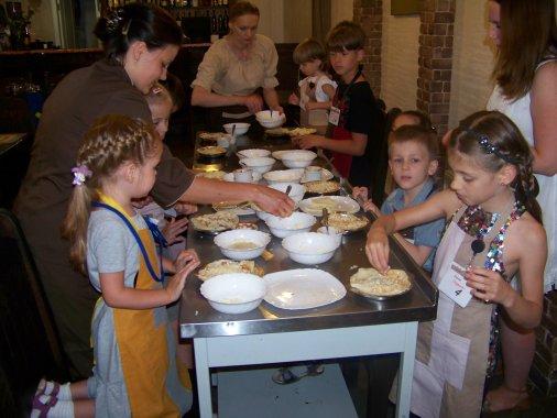 """Смакота у """"Шинку"""": Вчимо діток готувати!"""