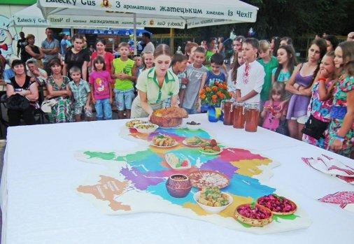 """Розваги та пригощання на """"Вечорі Української кухні"""""""