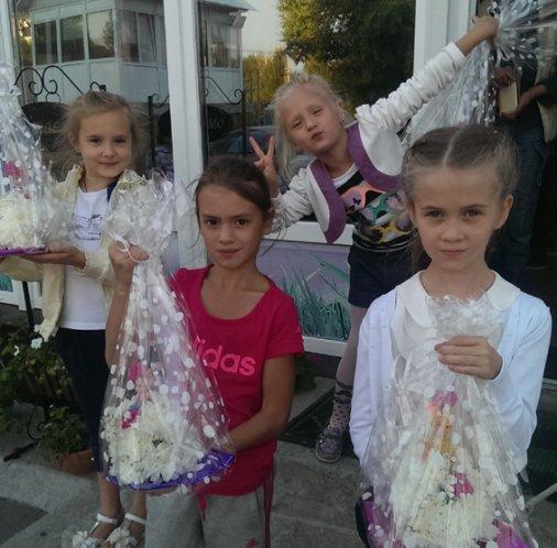Кукол из цветов создавали в Кировограде юные леди