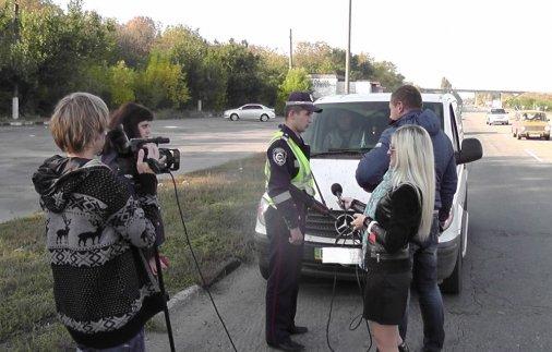 Журналісти та працівники ДАЇ патрулювали дороги