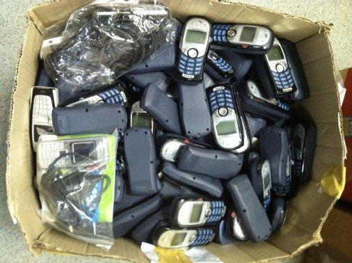 Клієнти ПриватБанку передали бійцям майже 10 000 телефонів