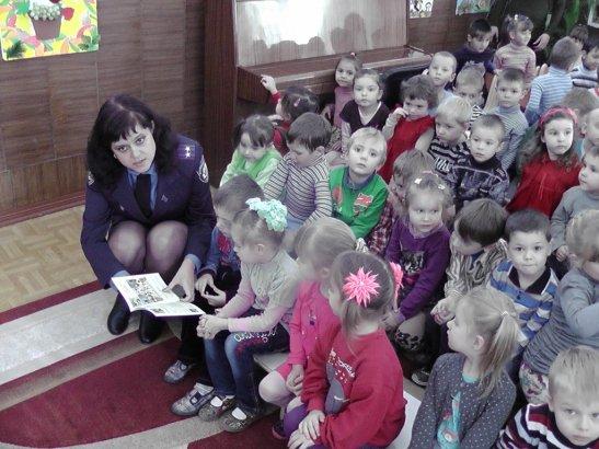 Ольга Волок із вихованцями дитячого садку