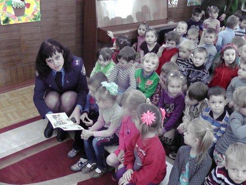 Безпеці на дорозі у Кіровограді вчать із садочку