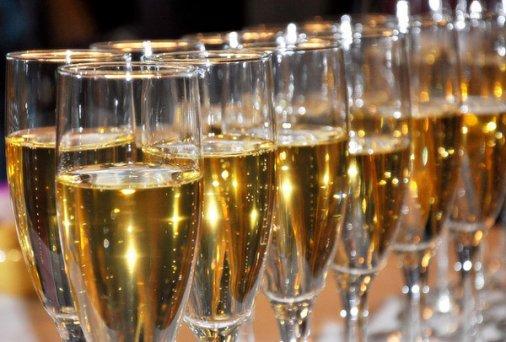 Как выбирать и пить шампанское