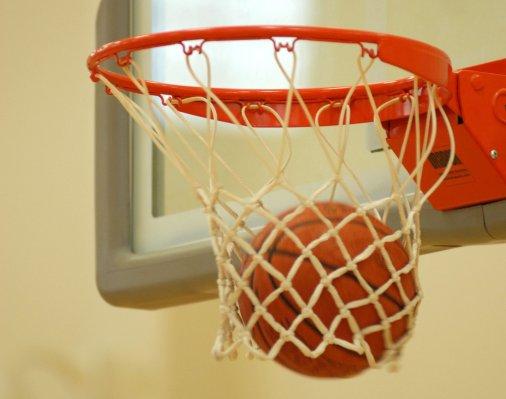 Баскетболісти клубу «Золотой вєк» - на чолі турнірної таблиці