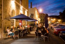 Літнє кафе в Іспанії, фото - з сайту http://www.tailoredtasmania.com