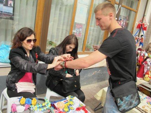 Благодійна виставка-ярмарок «Весняні перлини hand-made» зібрала сотні шанувальників ручної роботи