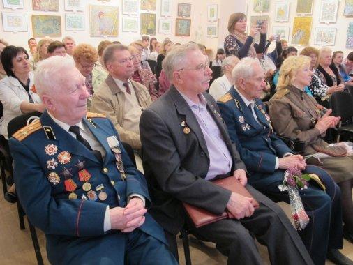Діти вшанували ветеранів концертом і підвели риску під конкурсом «Навічно в наших серцях»