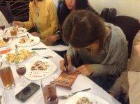 Ірина Константінова виписує сертифікати
