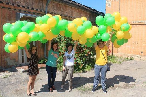 Три тисячі повітряних кульок подарували громадські активісти дітлахам