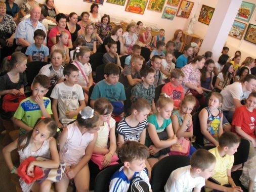 «Менестрелі» із музичної школи дали концерт у музеї