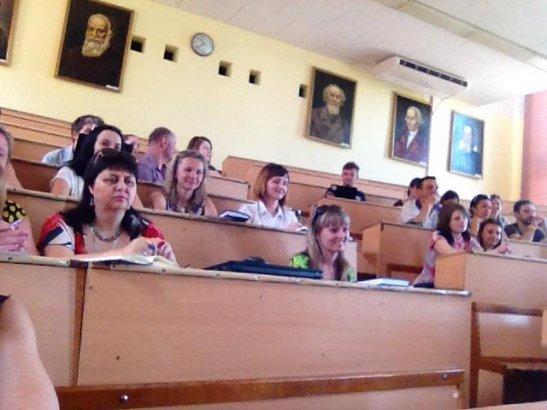 Учасники публічної дискусії у Чернігові