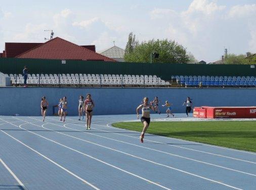 Кировоградские легкоатлеты добывают медали чемпионата Украины в эстафетном беге!