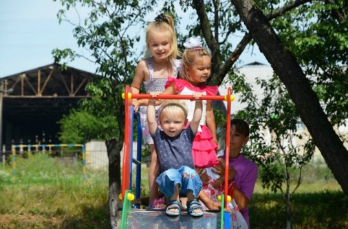 Дитячий майданчик створила мама в пам'ять про загиблого сина