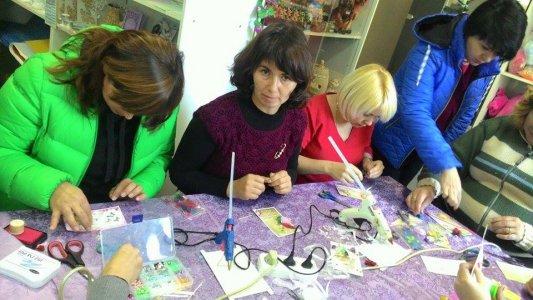 Тричі збиралися разом майстрині і бажаючі навчитися заробляти руками