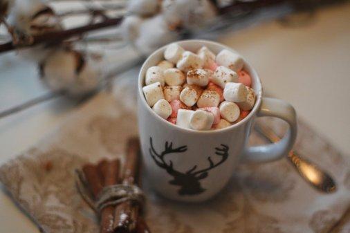 CoffeLife: Какао с маршмэллоу и рождественский пирог снова в меню