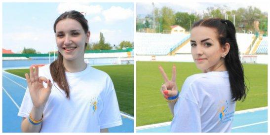 на фото учениці ліцею - Кудрявцева Валерія та Волкова Софія, автор фото - Зоя Богдашова