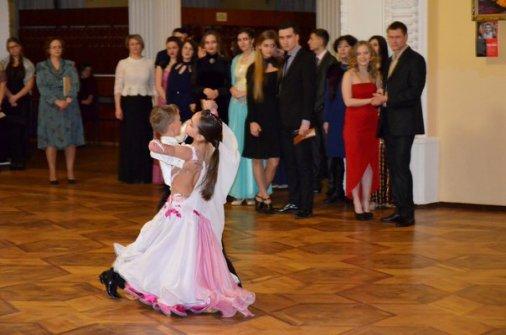 Єлисаветградським молодіжним благодійним балом відсвяткували День всіх закоханих