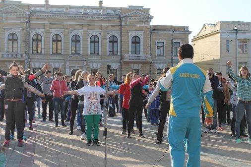 Вперше у Кіровограді провели ранкову зарядку на головній площі