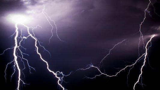 Блискавка — одне з найнебезпечніших природних явищ!