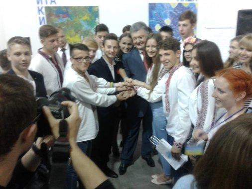 """Кіровоградські діти на Форумі """"Діти змінюють світ"""" зустрілись з Президентом України"""
