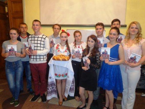Тридцять п'ять юних поетів об'єднали свої вірші у збірку