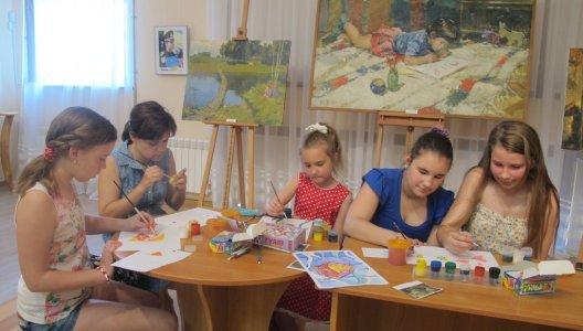Юні художниці, фантастичні істоти та стилізація