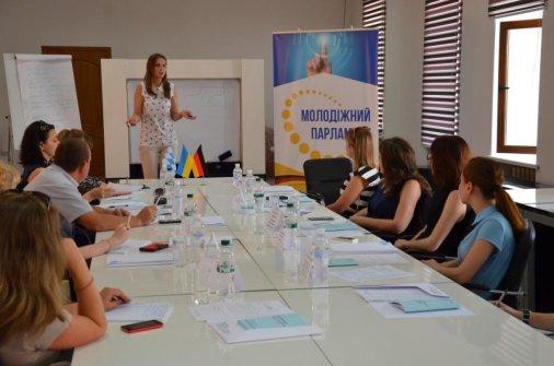 """Представникам кіровоградських ВИШів презентували проект """"Молодіжний парламент"""""""