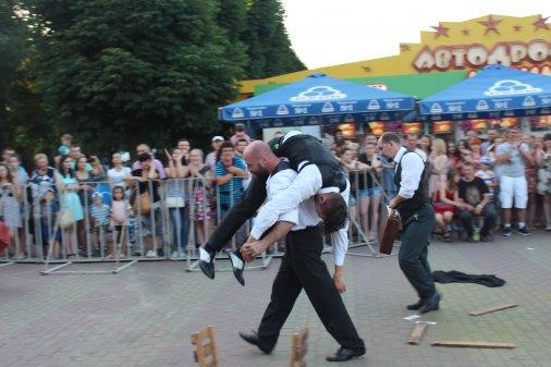 Гарячі вихідні: У Дендропарку відбулось Шоу Гангстерів від концептуального бойового театру «Art Fight»!
