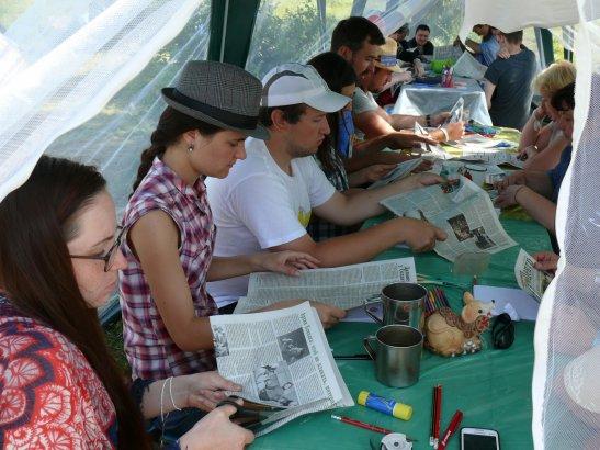 Воркшоп по виробам із газетного паперу